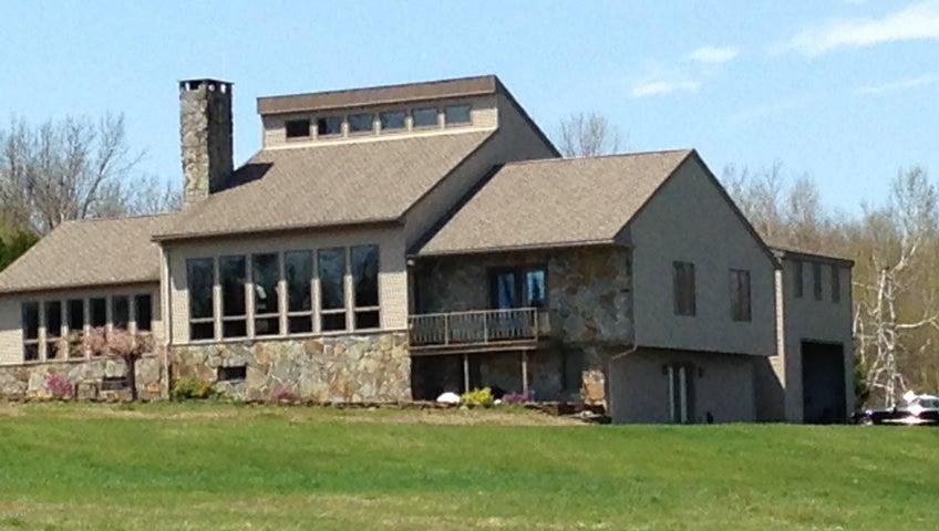 Impressive Estate on 25 Acres!