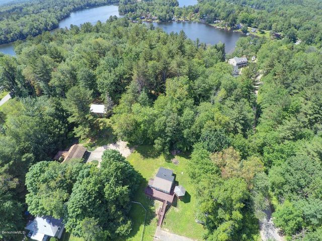 53 Ashmere Rd, Hinsdale, MA 01235