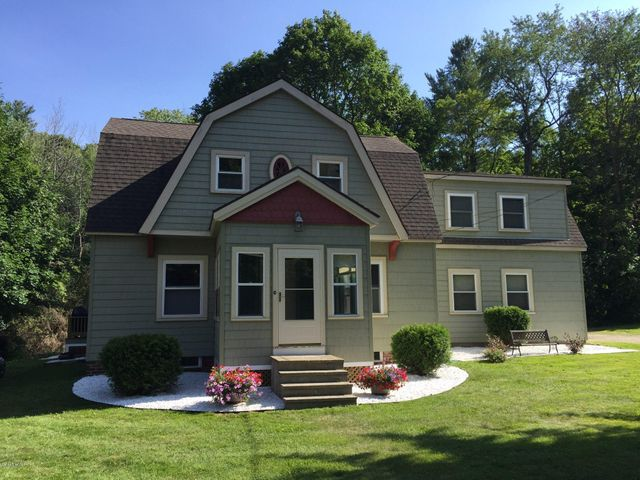 242 Housatonic St, Lenox, MA 01240