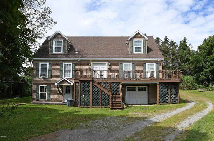 Beautiful large Cape home with mountain views. 5 minutes to Exit 1 Mass Pike. Close to Tanglewood and Lenox.