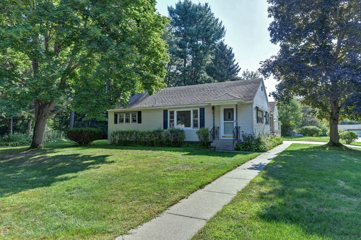 134 Birch Grove Dr, Pittsfield, MA 01201