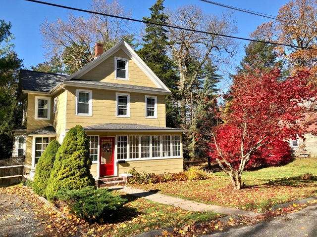 48 Grove St, Great Barrington, MA 01230