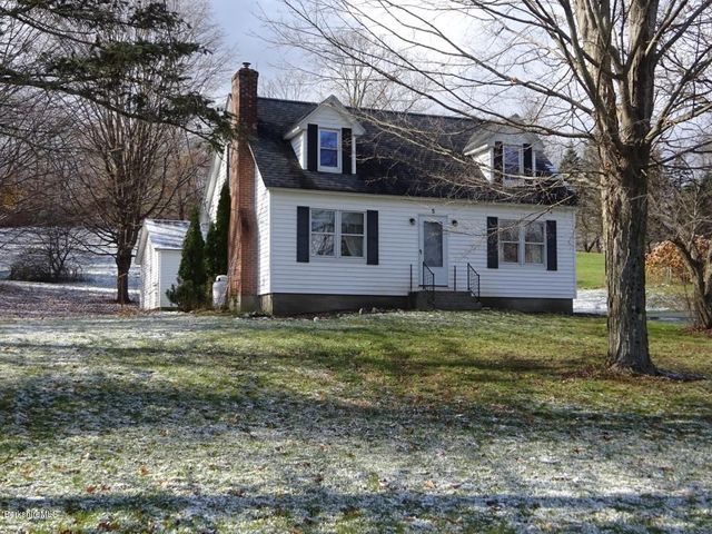 5 Washington Square, West Stockbridge, MA 01266