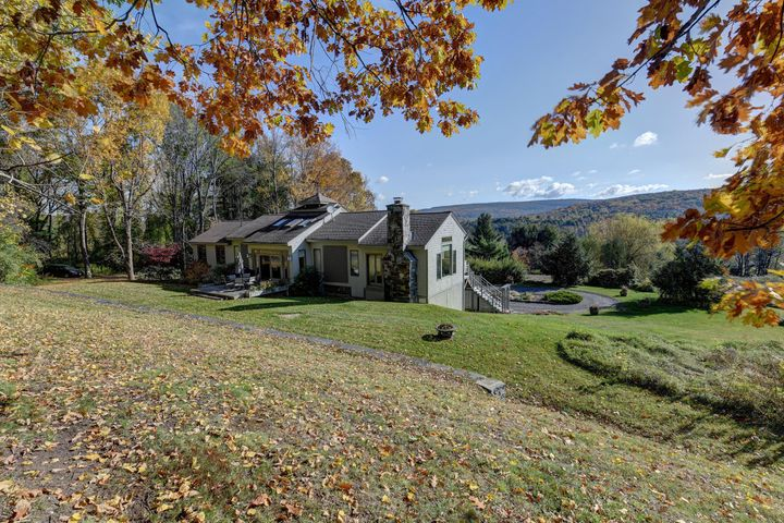 5 Woodruff Rd, West Stockbridge, MA 01266