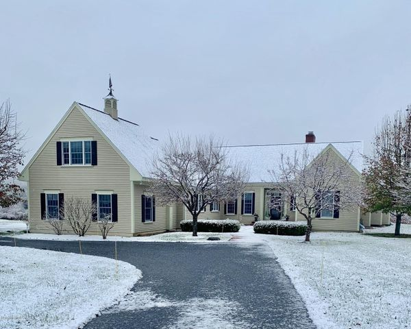 8 Cornwall Dr, Great Barrington, MA 01230