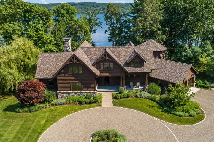 Welcome to White Oak on the exclusive Island at Copake Lake