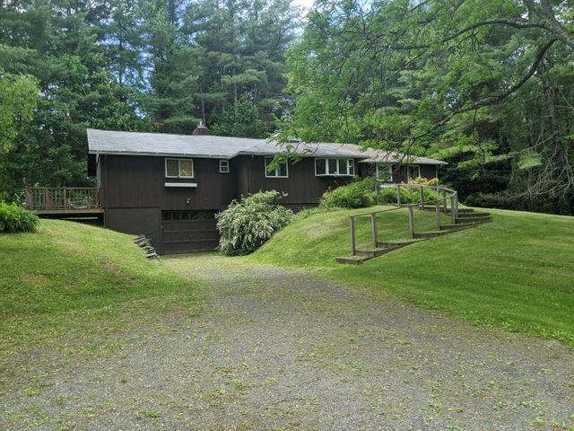 13 Cherry Hill Rd, Stockbridge, MA 01262