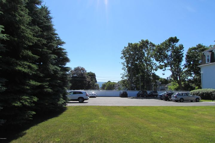 33 Maplewood Ave, Pittsfield, MA 01201