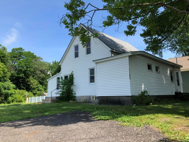 1182 Housatonic St, Pittsfield, MA 01201