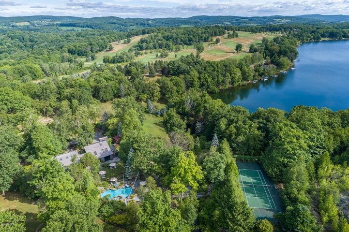 181 Golf Course Rd, Craryville, NY 12521