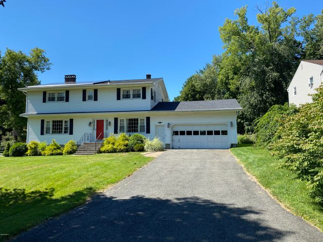32 GRAVESLEIGH Ter, Pittsfield, MA 01201