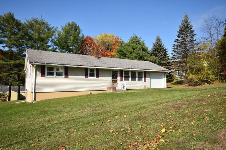 19 Skyview Dr, Pittsfield, MA 01201
