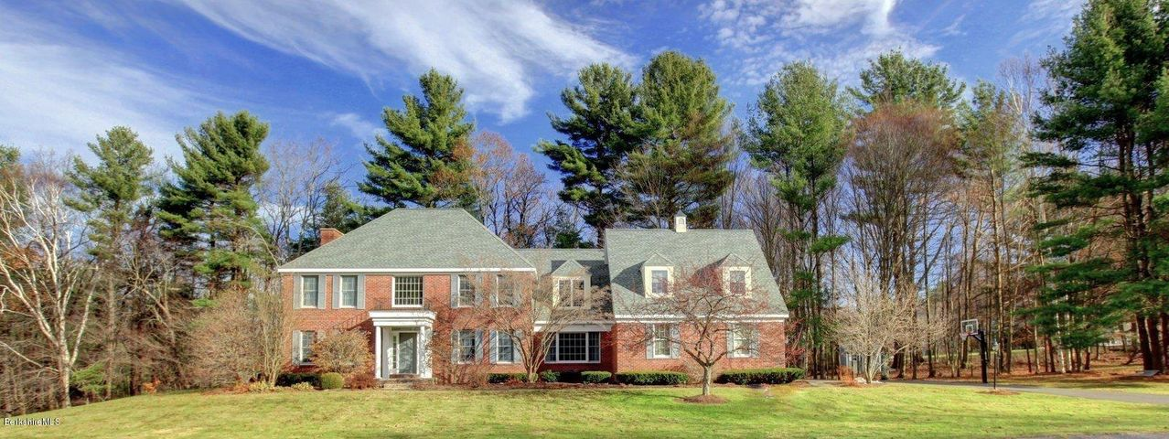 5 Southbrook Ln, Pittsfield, MA 01201