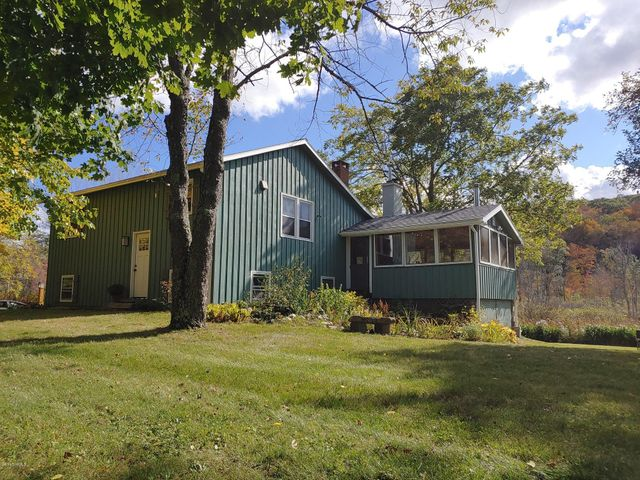 4099 Jacobs Ladder Rd, Becket, MA 01223