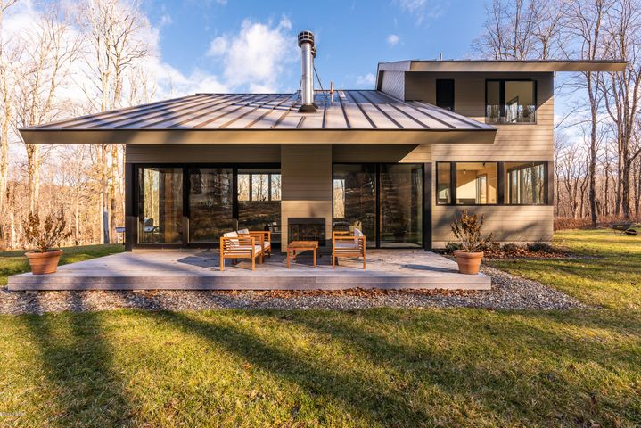581 Harrington Dr, Austerlitz, NY 12017