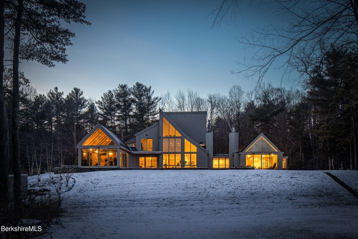 9 Buttondown Ln, Great Barrington, MA 01236