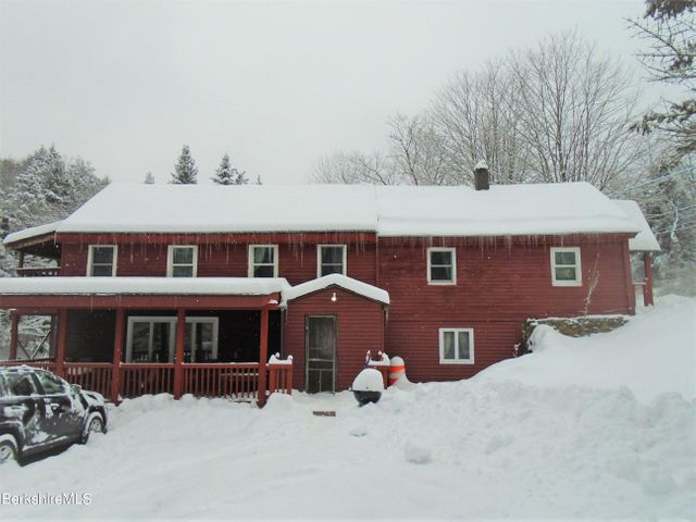 105 County Rd, Becket, MA 01223