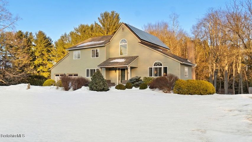 5 Meadow Ridge Dr, Pittsfield, MA 01201