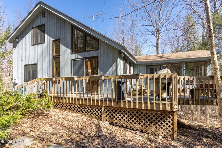 365 Deer Run Rd, Sandisfield, MA 01255