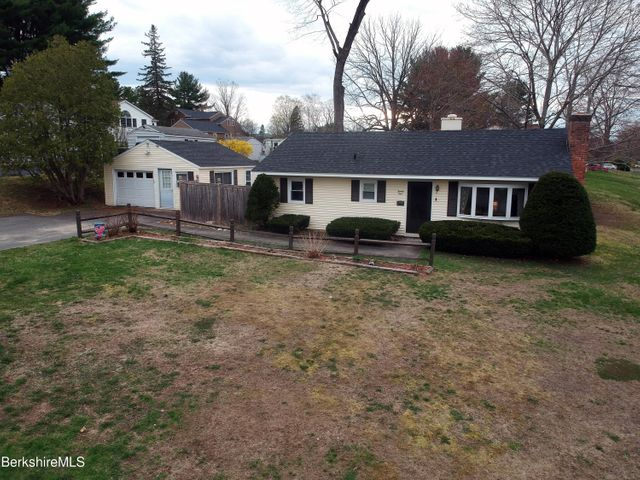 21 Doreen St, Pittsfield, MA 01201
