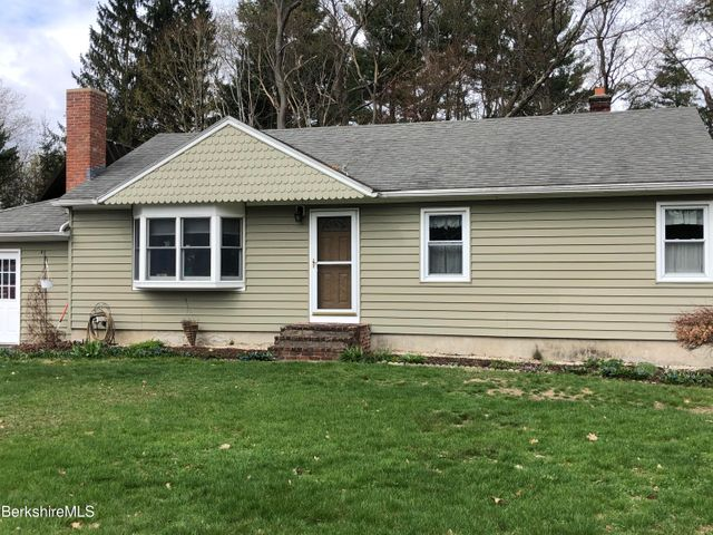 133 Pine Grove Dr, Pittsfield, MA 01201