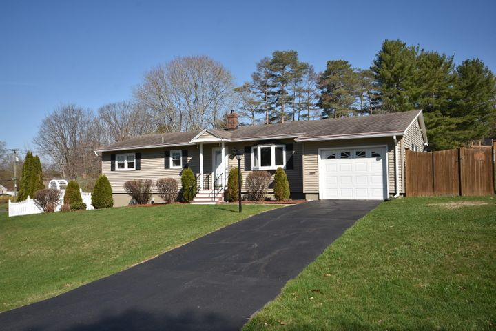 15 Morningview Dr, Pittsfield, MA 01201