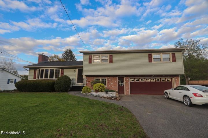 82 Oak Hill Rd, Pittsfield, MA 01201