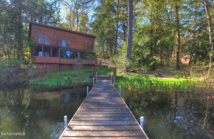 36 Lake Dr, Stockbridge, MA 01262