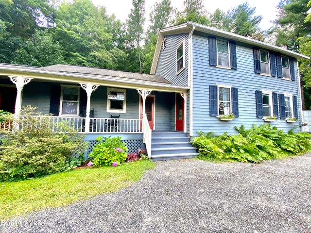 240 Willow St, Lee, MA 01238