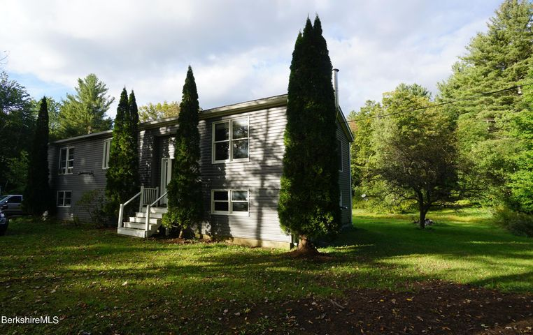145 George Schnopp Rd, Hinsdale, MA 01235