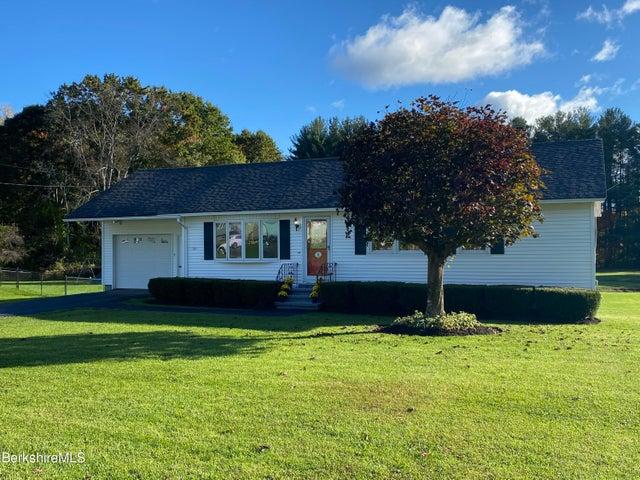 32 Oak Hill Rd, Pittsfield, MA 01201