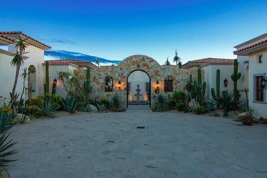 San Jose del Cabo,5 Bedrooms Bedrooms,6 BathroomsBathrooms,House,Avenue San Javier,17-2183
