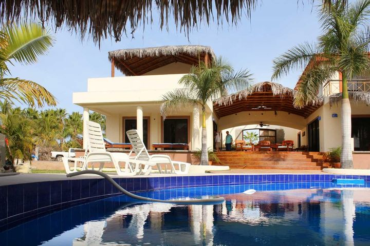 Calle sin Nombre, Dual Pool Home Near the Beach, Pacific,
