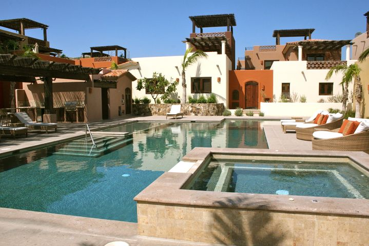 Pueblo Campestre's common area swimming pool