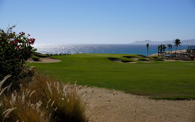 Unobstructed views of the golf green and ocean with Palmilla point in the background