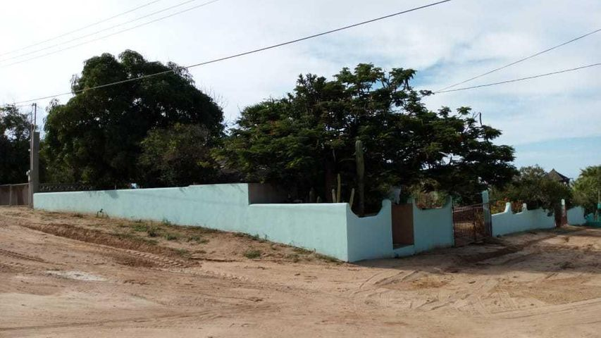 Large corner lot with views of the Sea and close to the beach