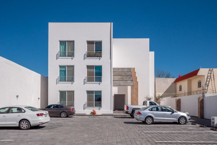 1.- Condominios La Paz