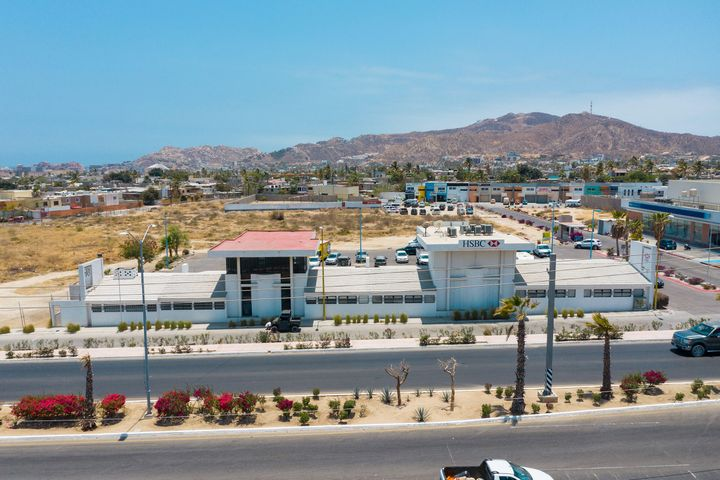 Commercial Offices and 21,362m2 of Land