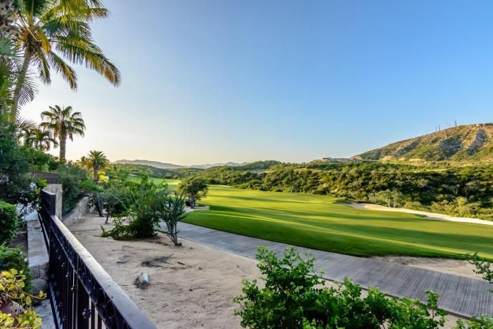 STUNNING GOLF & DESERT MOUNTAIN VIEWS