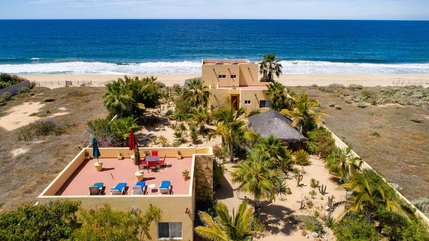 3/4 acre walled oceanfront home with guest casita