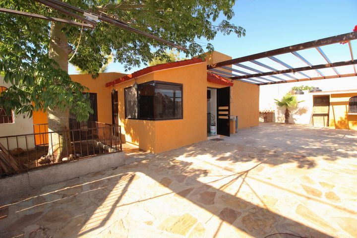 433 Gil B. Morales, Casa Lilia, La Paz,