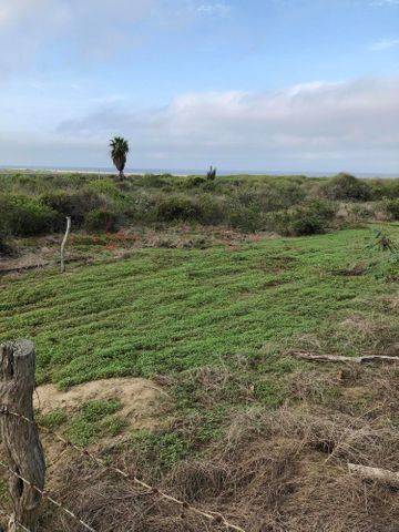 Peaceful Beach Road, Large Beachfront lot, Pacific,
