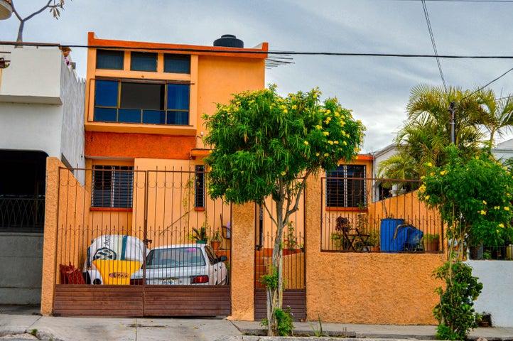 Misioneros Jesuitas 121, Casa Pedregal, La Paz,