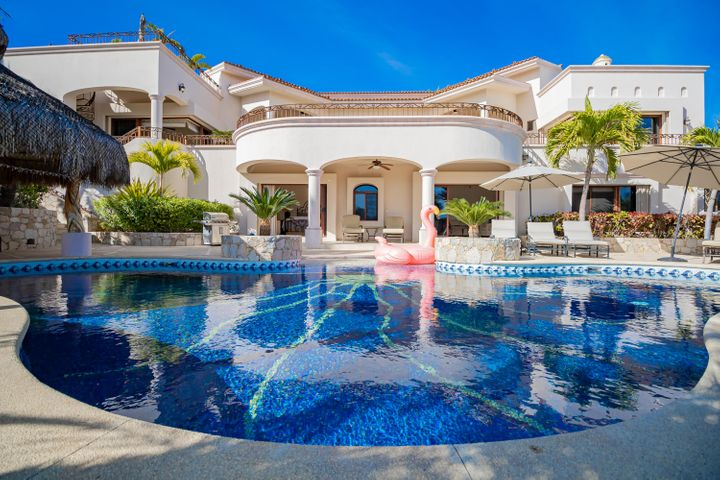 Pool, lounges & palapa...great for entertaining