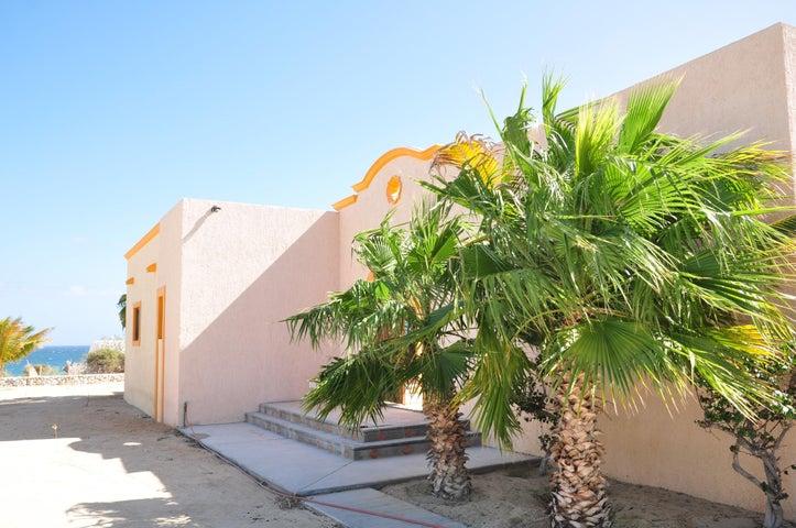 Casa Ronald Las Tinas / Able Subdivison, East Cape,