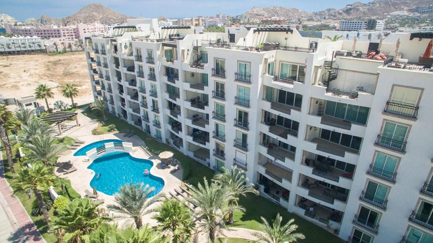Puerta Cabos Village 4th Floor with 156 M2.Has an excellent location!! Is more than an exclusive residential complex, is your dream home come true. Live near the gorgeous Sea of Cortes and enjoy it's beauty. Has walking distance to the famous Medano beach (arch stone), close to downtown, la Marina and shopping mall, with 2 bed, 2 bath (main has bath tub).The HOA includes: security 24 hours, garbage recollection, gas, water, wiFi in pool area and community areas maintenance.This development has 48 spacious condominiums where you can make PUERTA CABOS Village your intimate and totally unique retirement in Los Cabos.