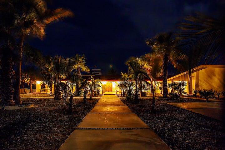 Casa Los Arcos Frente a la Calle Via La Playa, East Cape,