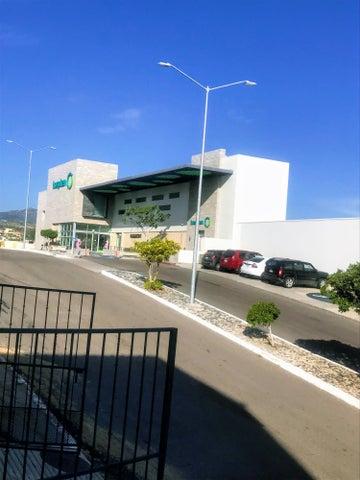 Hospital & Soriana Grocery