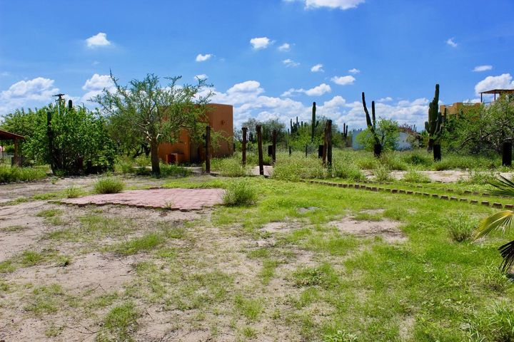 Great 800 m2 lot on a quiet street in the seaside community of El Comitan, minutes from the Bay.  Completely level, so easy to build.  There is a small storage building/bathroom, a patio and water storage tank already existing.  Good RV parking while you build your dream home.  El Comitan is about 5 minutes drive to El Centenario, a small village where you can buy most supplies.  Major shopping is less than 15 minutes away.  Come and enjoy the Baja dream in this affordable property.