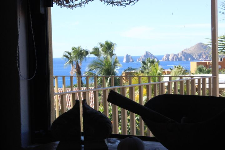 This sun villa  has one of THE BEST VIEWS IN CABO BELLO OCEANSIDE OF THE ARCH! 'must see to believe! 2 bedroom 2 1/2 bath with tropical terrace overlook of arch Recently updated with impressive finishings and quality carpentry and materials. Great house for a couple wanting to have a foot into a great oceanic community at a lowish price point with an impressive rare  2 car garage